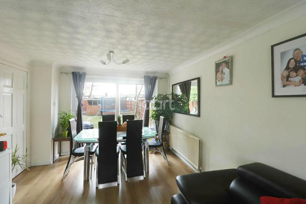 3 Bedrooms Terraced House for sale in Shallcross Crescent