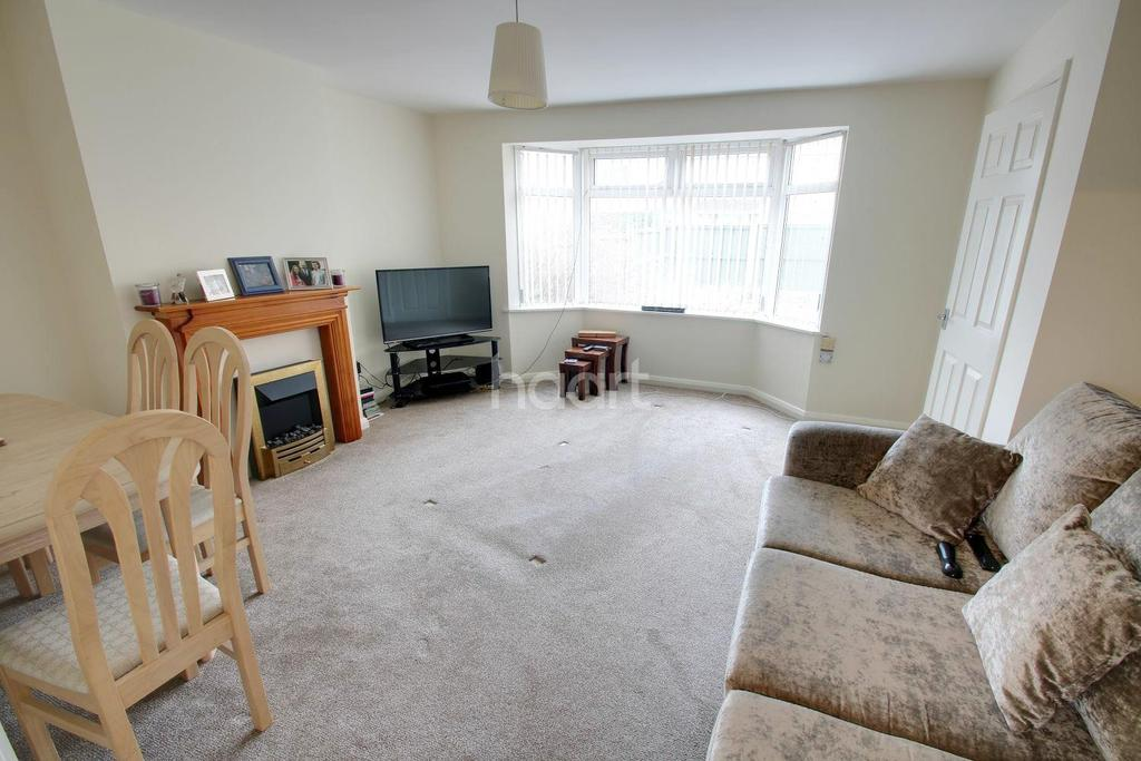3 Bedrooms Semi Detached House for sale in Summerwood Lane, Clifton, Nottinghamshire