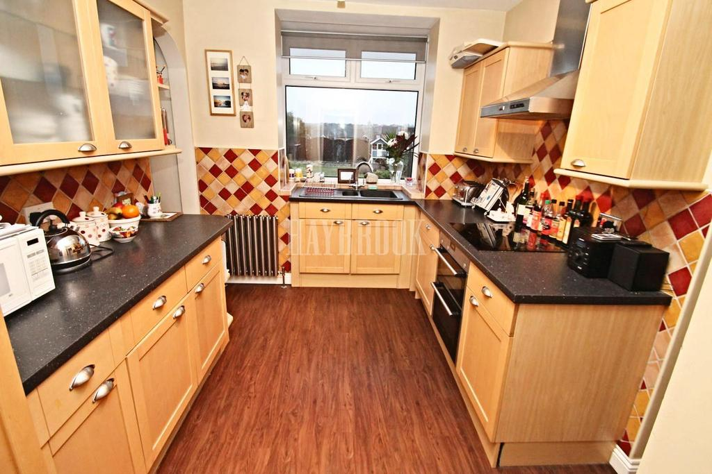 4 Bedrooms Semi Detached House for sale in Osbert Road, Broom