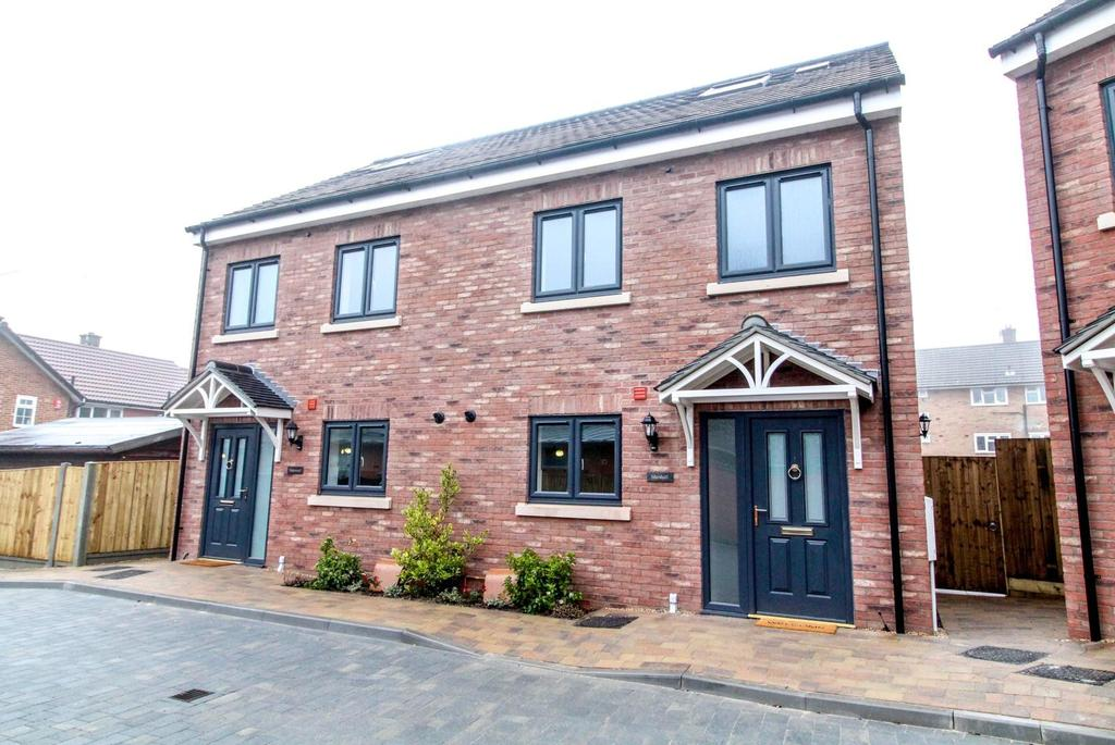 4 Bedrooms Semi Detached House for sale in Knights Court, Knights Way, Brentwood, Essex, CM13