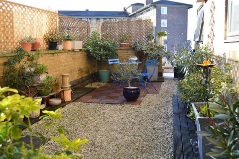 2 bedroom flat for sale - Caesar Court, Palmers Road, London, E2