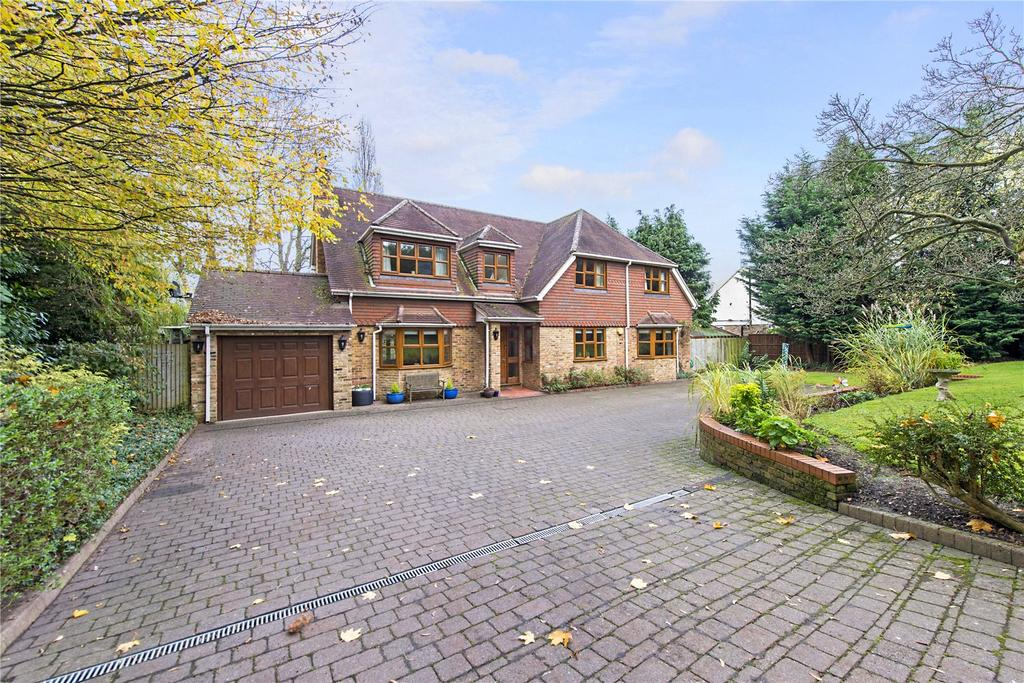 5 Bedrooms Detached House for sale in Heronsgate Road, Chorleywood, Rickmansworth, Hertfordshire, WD3