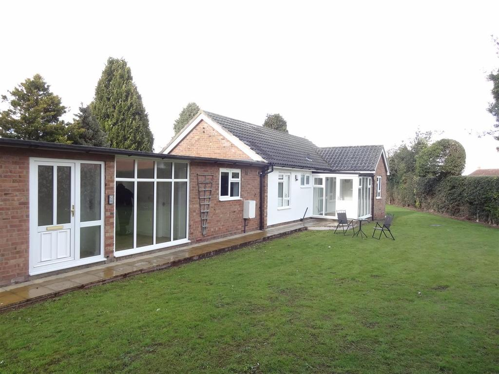 2 Bedrooms Detached Bungalow for rent in 9 Grove Lane, Bayston Hill, Shrewsbury