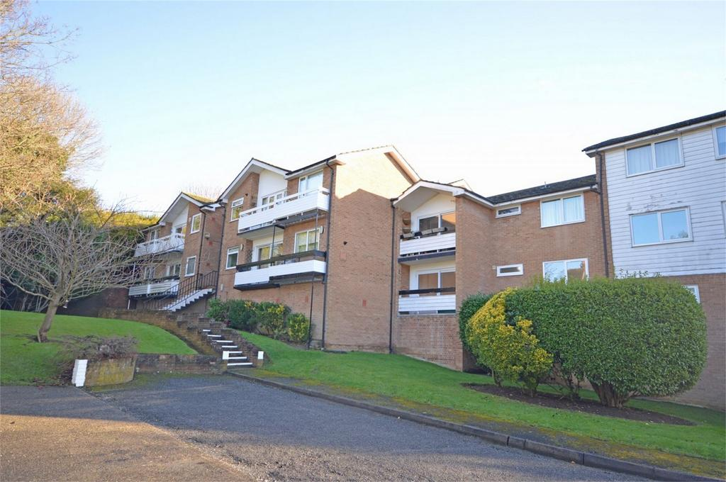2 Bedrooms Flat for sale in 49 Cedar Court, Station Road, Epping, Essex