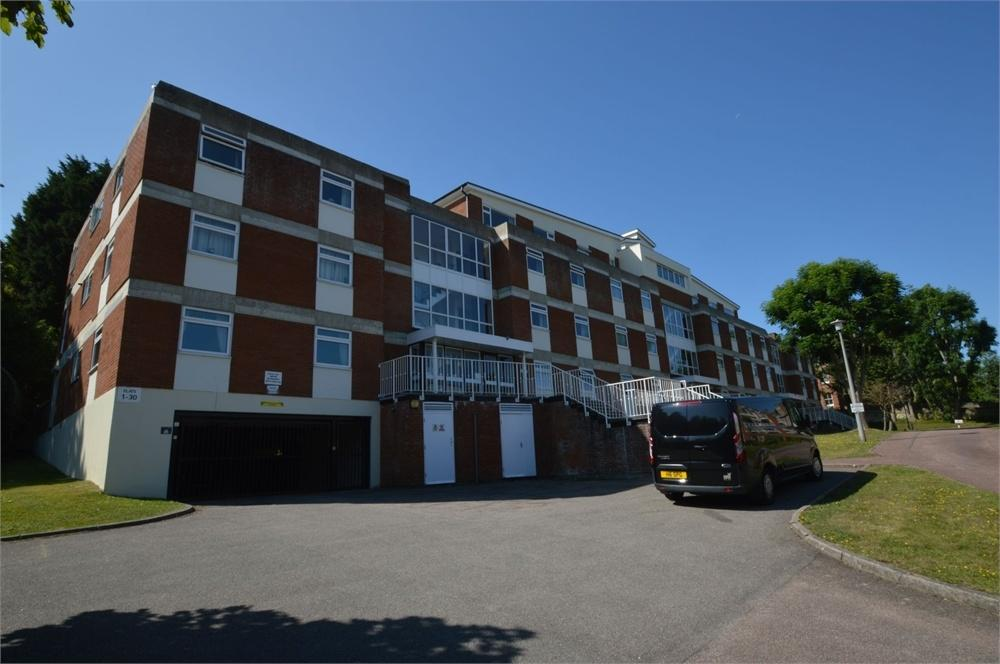 3 Bedrooms Flat for sale in Silverdale Road, Lower Meads, East Sussex