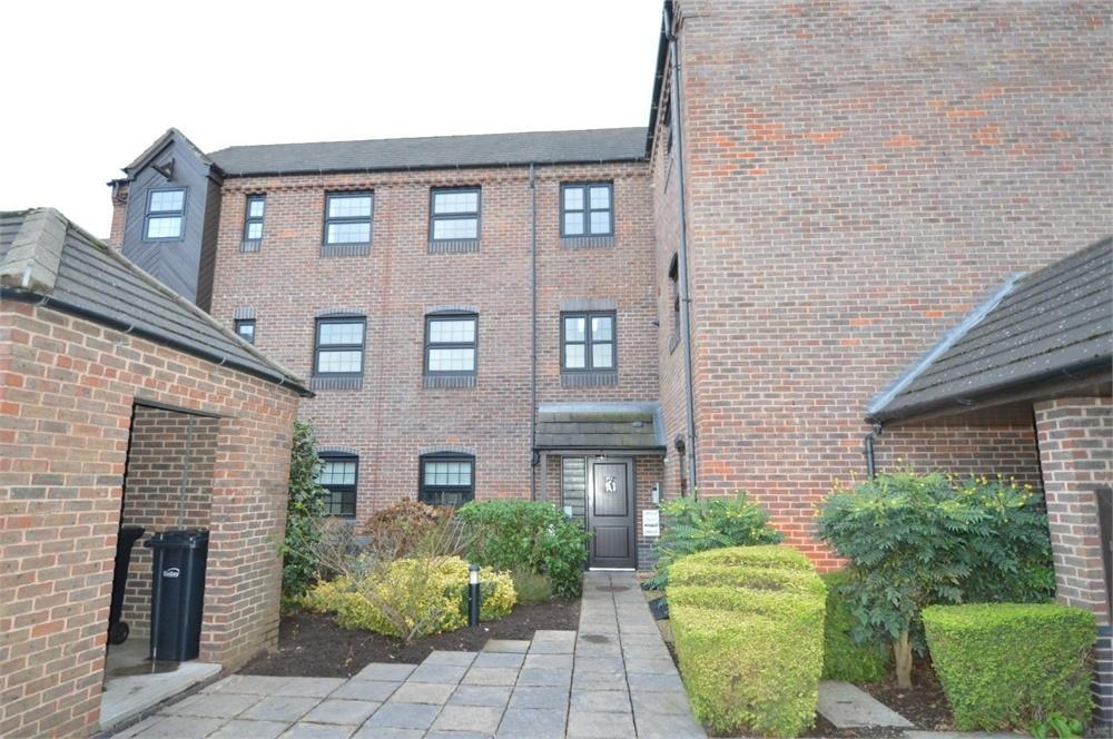 2 Bedrooms Flat for sale in Camellia Gardens, Wordsley, Stourbridge, West Midlands