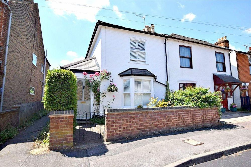 2 Bedrooms Semi Detached House for sale in Adrian Road, ABBOTS LANGLEY, Hertfordshire