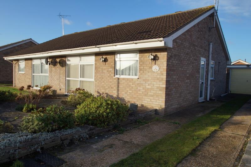 2 Bedrooms Bungalow for sale in Clacton