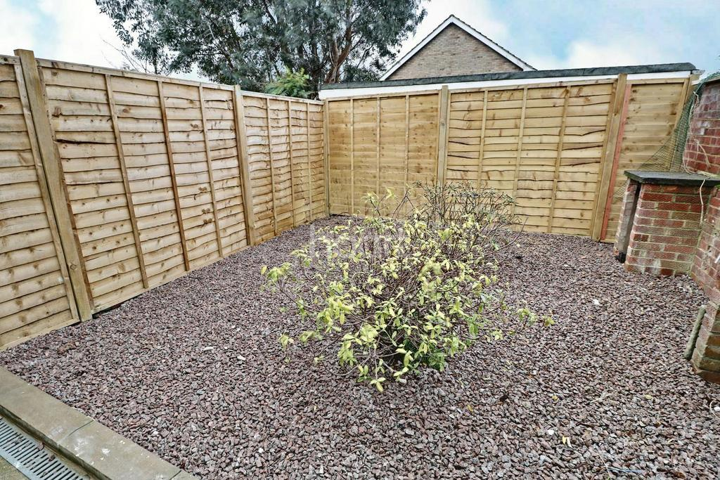 2 Bedrooms End Of Terrace House for sale in Great Close, South Witham