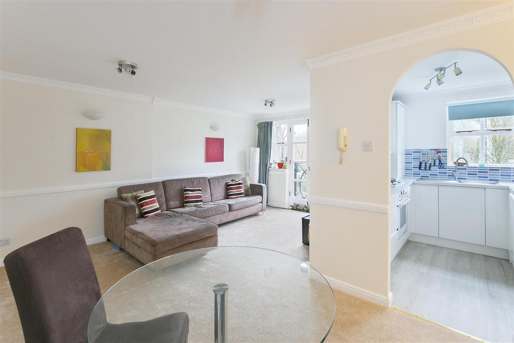 2 Bedrooms Flat for sale in John Burns Court, Wycliffe Road, Battersea, SW11