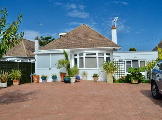 4 Bedrooms Chalet House for sale in Langbury Lane, Ferring, West Sussex, BN12 6QA