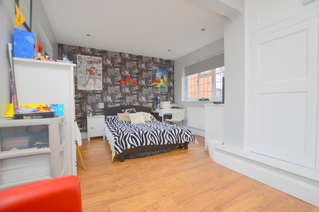 Bed Room House For Sale Bedford