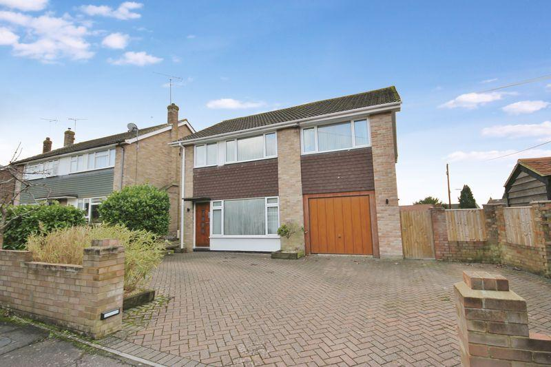 4 Bedrooms Detached House for sale in Erin Way, Burgess Hill, West Sussex