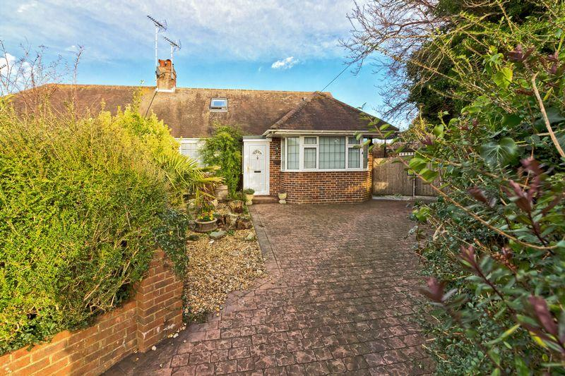 5 Bedrooms Bungalow for sale in Beechwood Avenue, Worthing