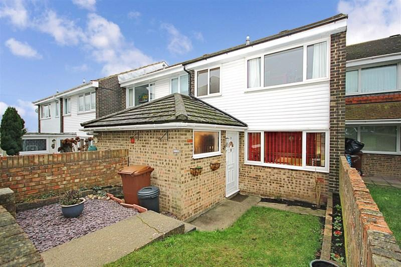 3 Bedrooms Terraced House for sale in Stour Close, Strood, Rochester, ME2