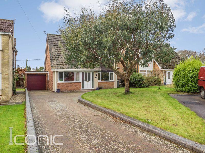 4 Bedrooms Chalet House for sale in Laburnum Avenue, Taverham, Norwich