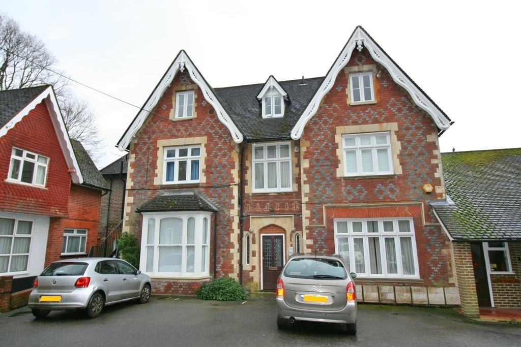 1 Bedroom Ground Flat for sale in Alma Road, Reigate