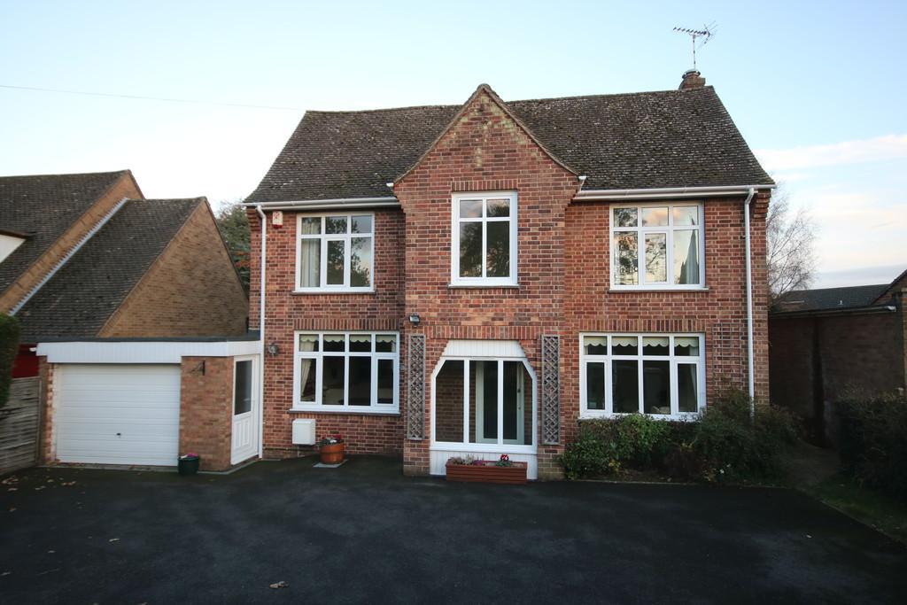 4 Bedrooms Detached House for sale in Burley Road, Oakham