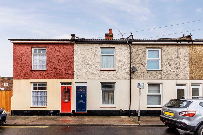 2 Bedrooms Terraced House for sale in Albert Road, Portsmouth
