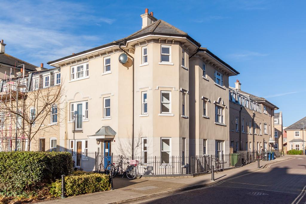 3 Bedrooms Ground Flat for sale in St. Matthews Gardens, Cambridge