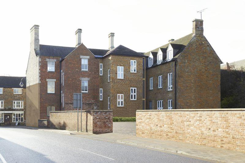2 Bedrooms Apartment Flat for sale in High Street West, Uppingham