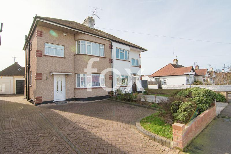 3 Bedrooms Semi Detached House for sale in Byrne Drive, Southend-On-Sea