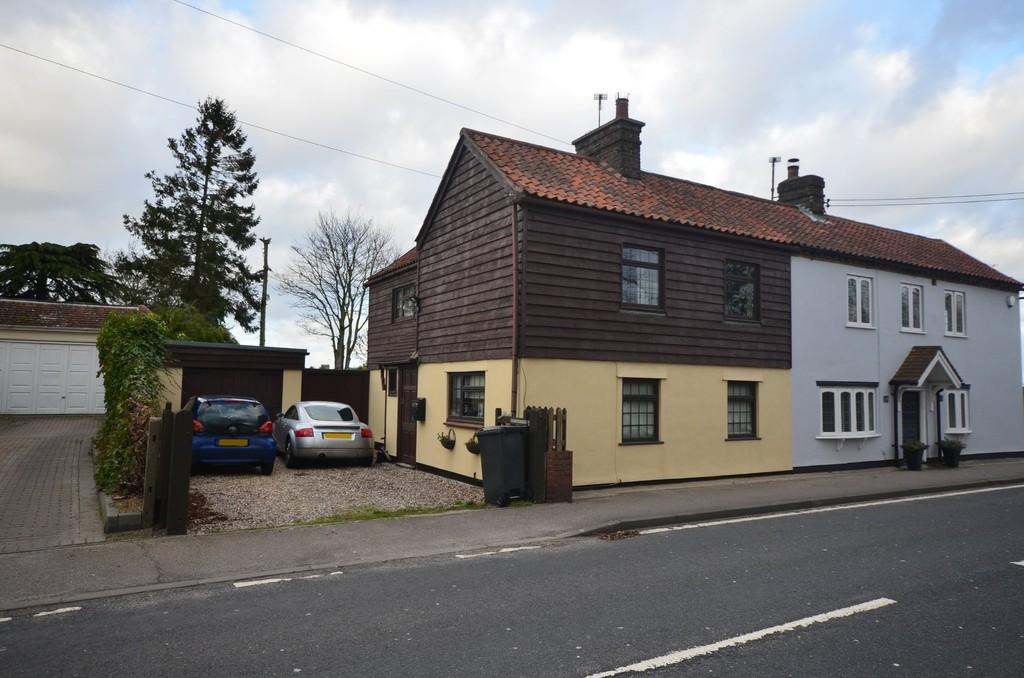 3 Bedrooms Semi Detached House for sale in London Road, Feering, CO5 9ED