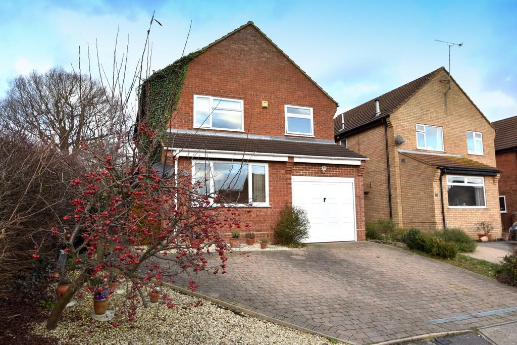 4 Bedrooms Detached House for sale in Bowland Drive, Ipswich, IP8 3RW