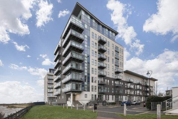 2 Bedrooms Apartment Flat for sale in Darbyshire House Clovelly Place, Ingress Park, Greenhithe, DA9