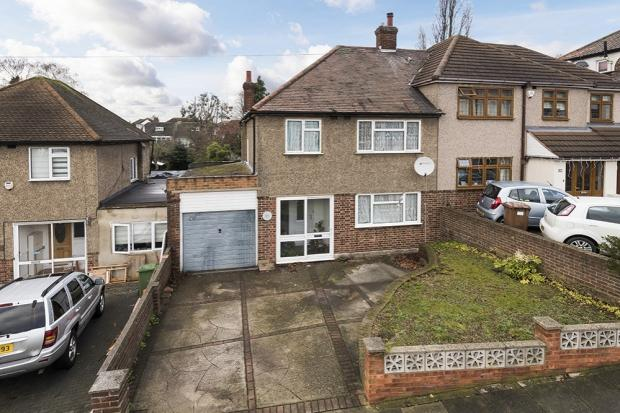 3 Bedrooms Semi Detached House for sale in Midhurst Hill, South Bexleyheath, DA6
