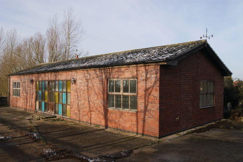 2 Bedrooms Detached Bungalow for sale in Sleaford Road, Beckingham