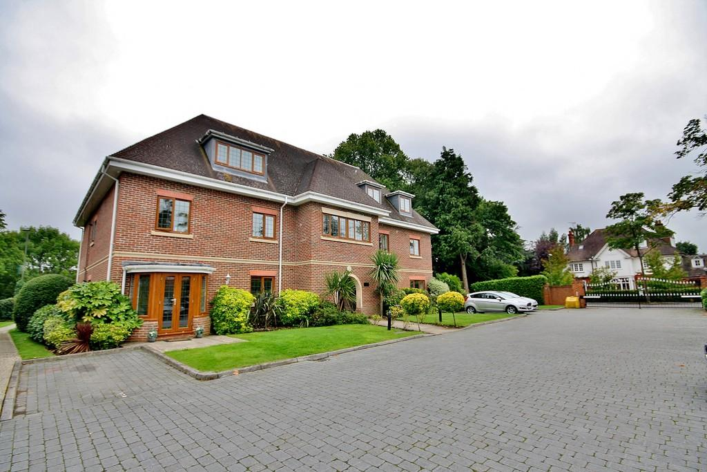 2 Bedrooms Apartment Flat for rent in Horsell Rise, Horsell