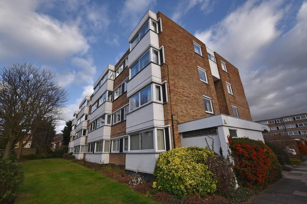 2 Bedrooms Apartment Flat for sale in Queenswood Gardens, Aldersbrook