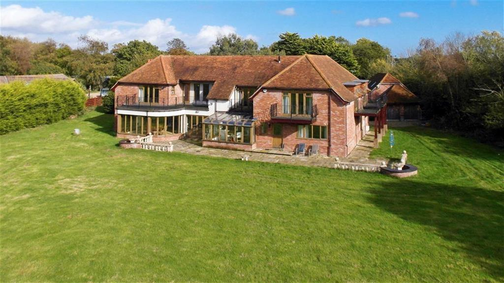 6 Bedrooms Detached House for sale in Barnfields, Weeley Heath