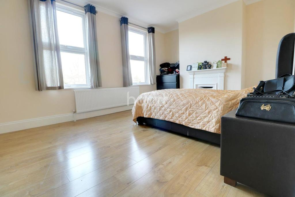 3 Bedrooms Terraced House for sale in Grove Hill, South Woodford, E18