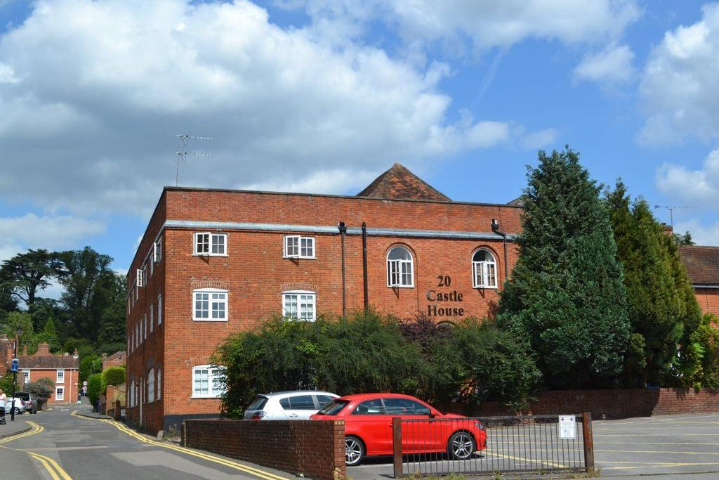 2 Bedrooms Flat for rent in The Penthouse, Castle House, Farnham, GU9 7LF