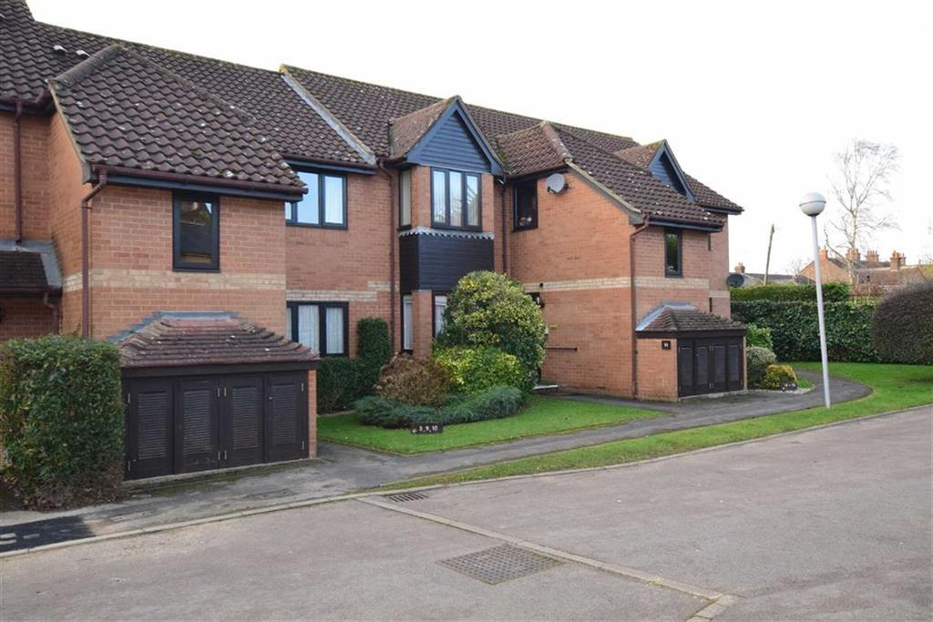 1 Bedroom Retirement Property for sale in Fishers Court, Peppard Road, Reading