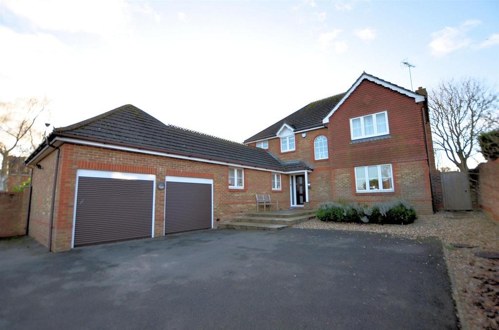 5 Bedrooms Detached House for sale in Belleisle, Purley On Thames, Reading