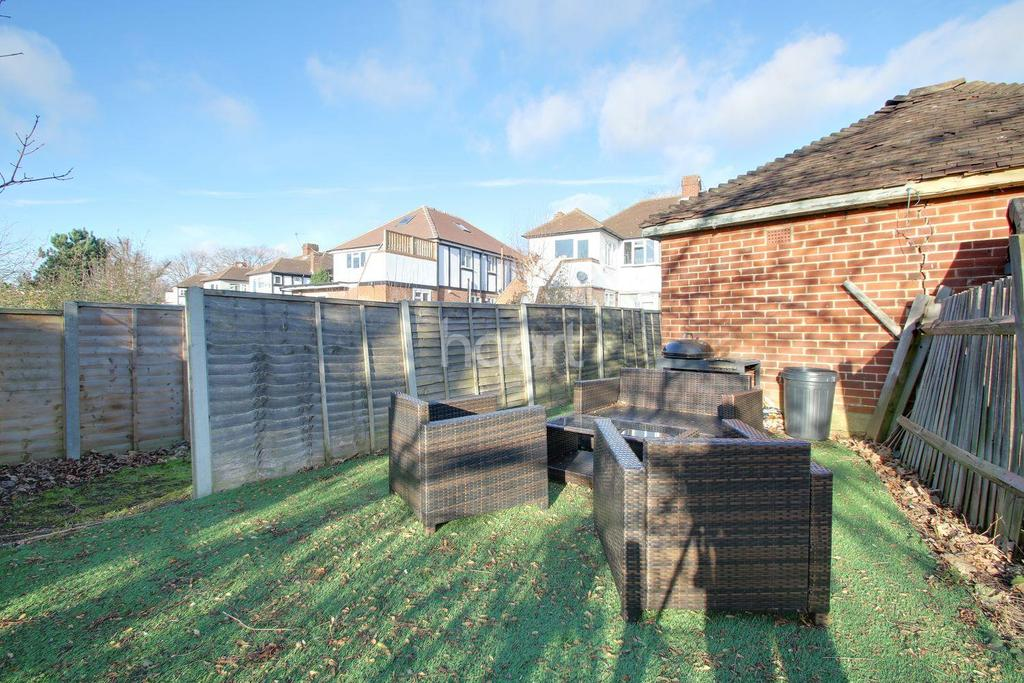 2 Bedrooms Maisonette Flat for sale in Aboyne Drive, Raynes Park, London, SW20