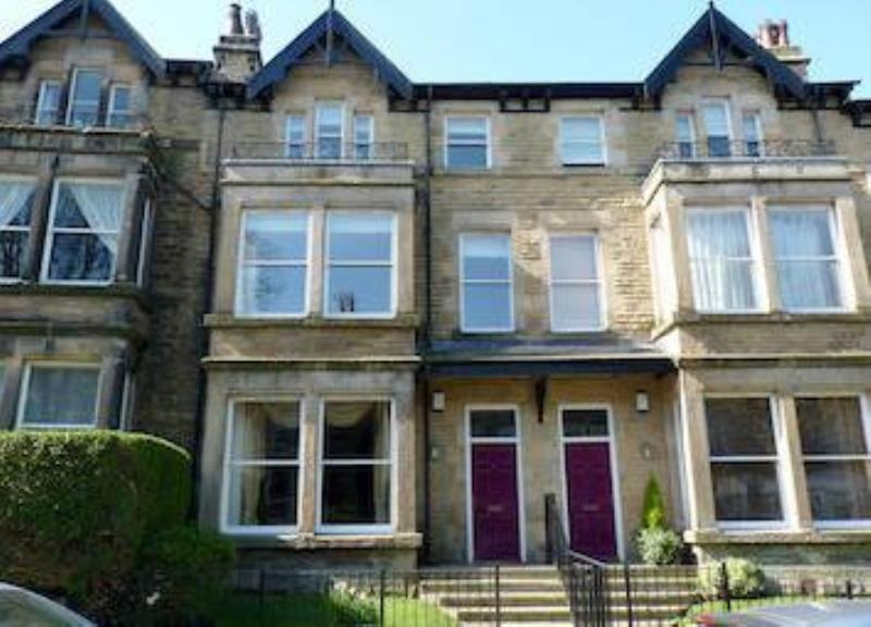 2 Bedrooms Flat for rent in 59 Valley Drive, Harrogate, HG2