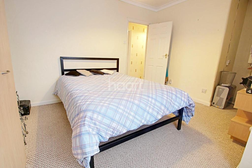 3 Bedrooms Semi Detached House for sale in Manser Road