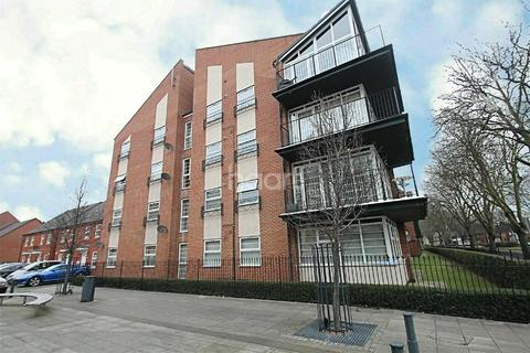 3 bedroom flat for sale - Larchmont Road, Leicester