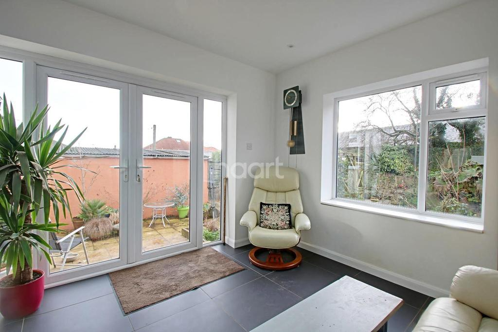 4 Bedrooms Semi Detached House for sale in Ashburnham Road, West Park
