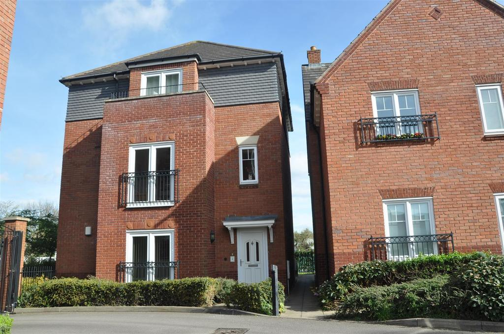 2 Bedrooms Apartment Flat for rent in Bread And Meat Close, Warwick