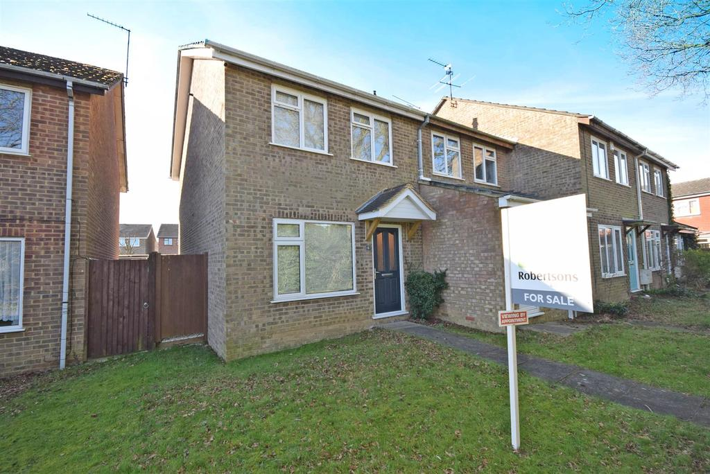2 Bedrooms Semi Detached House for sale in Centre Walk, Hazlemere