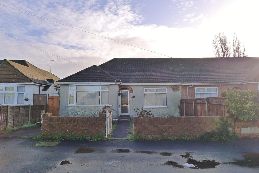 3 Bedrooms Semi Detached Bungalow for sale in FAREHAM