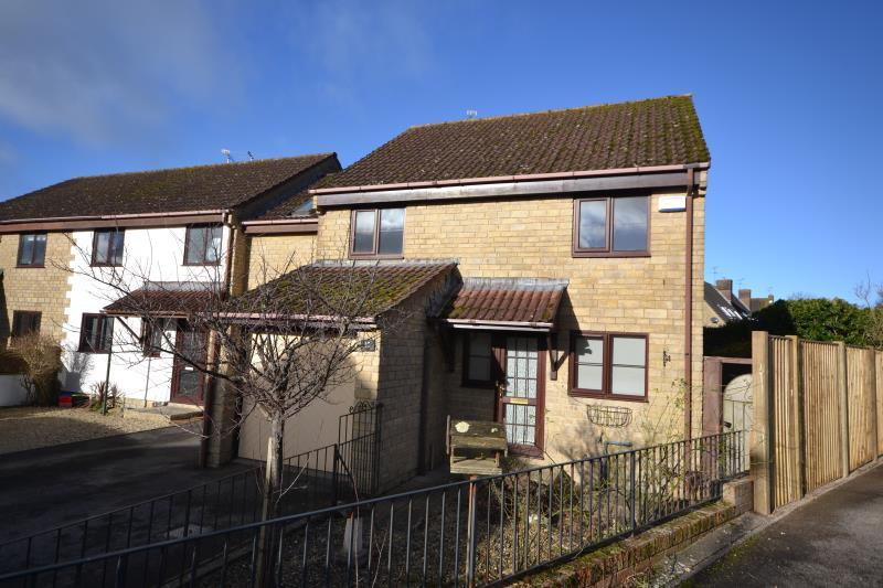 3 Bedrooms Terraced House for rent in Motcombe