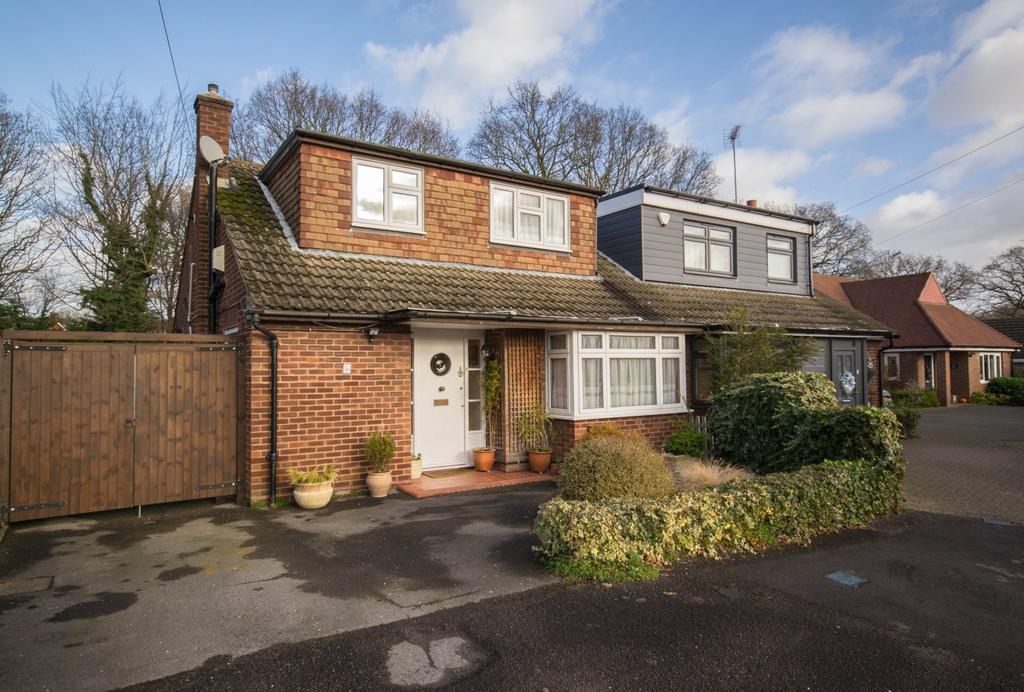 4 Bedrooms Chalet House for sale in Victors Crescent, Hutton, Brentwood, Essex, CM13