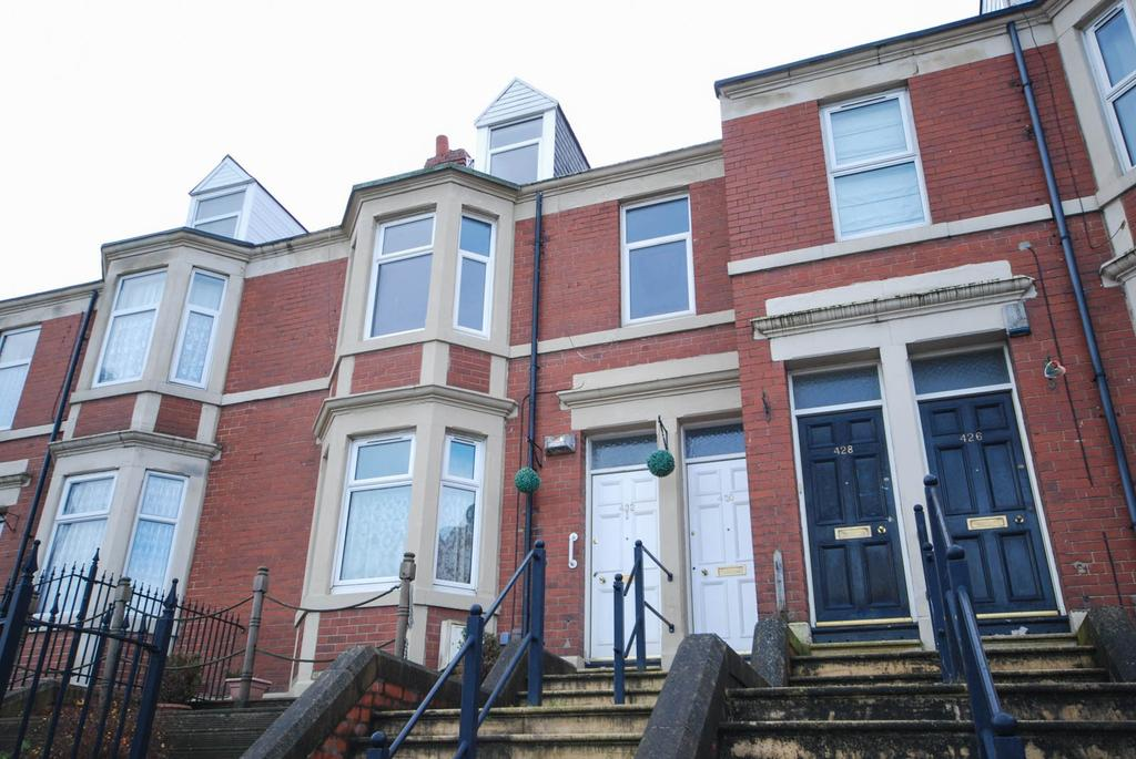4 Bedrooms Maisonette Flat for sale in Sunderland Road, Gateshead