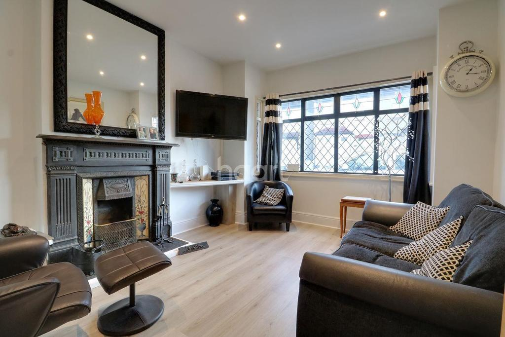3 Bedrooms Detached House for sale in Fairfax Drive, Westcliff on Sea